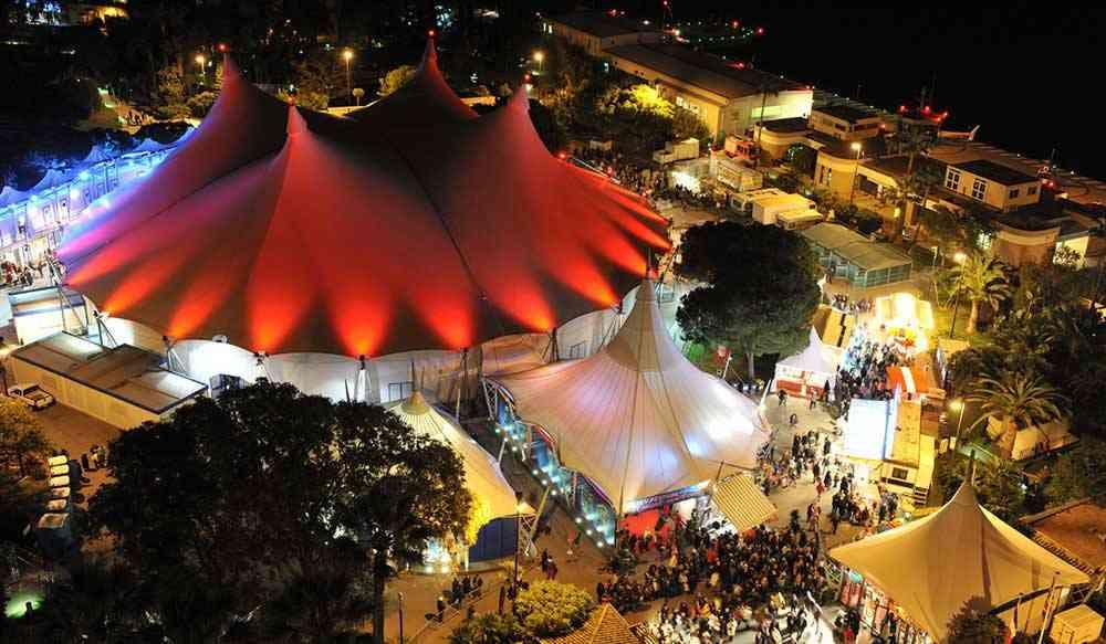 Une place centrale du cirque à l'échelle mondiale   A central place for circus on the world stage